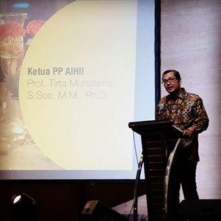 Prof. Tirta memberi sambutan dalam perhelatan Vennas VII AIHII