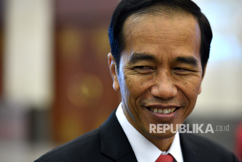 epa05833778 Indonesia's President Joko Widodo waits for the delegates at the Indian Ocean Rim Association (IORA) summit in Jakarta, Indonesia, 07 March 2017. The summit runs from 05 to 07 March. The IORA Summit was convened under the theme 'Strengthening Maritime Cooperation for a Peaceful, Stable and Prosperous Indian Ocean' to commemorate 20 years of the association's existence.  EPA/MICK TSIKAS  AUSTRALIA AND NEW ZEALAND OUT